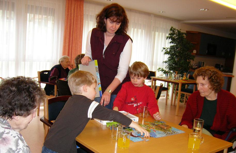 Spielenachmittag mit Enkeln im Haus am Schlossgarten