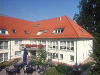 Bild des Pflegeheims Haus am Schlossgarten im Sommer bei Sonnenschein